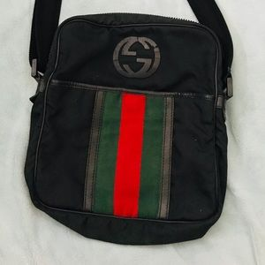 Gucci Bags - Gucci Messenger Crossbody Bag w/ Green & Red Strip